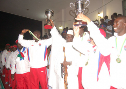 jammeh lifts trophy with pl
