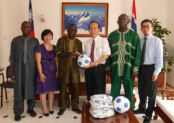 ambassador chen presenting one of the balls to dps sisawo